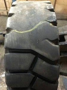 процесс нарезки литых шин