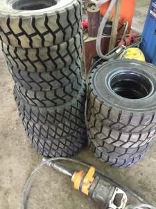 нарезанные цельнолитые шины