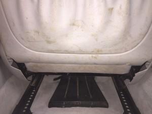 Сиденье водителя сзади до химчистки салона.