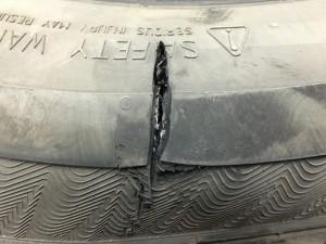 Боковой порез легкового колеса