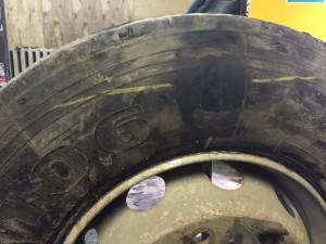 Отремонтированный боковой порез грузового колеса