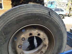 Боковой порез грузового колеса.