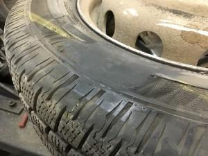 отремонтированный боковой порез легкового колеса